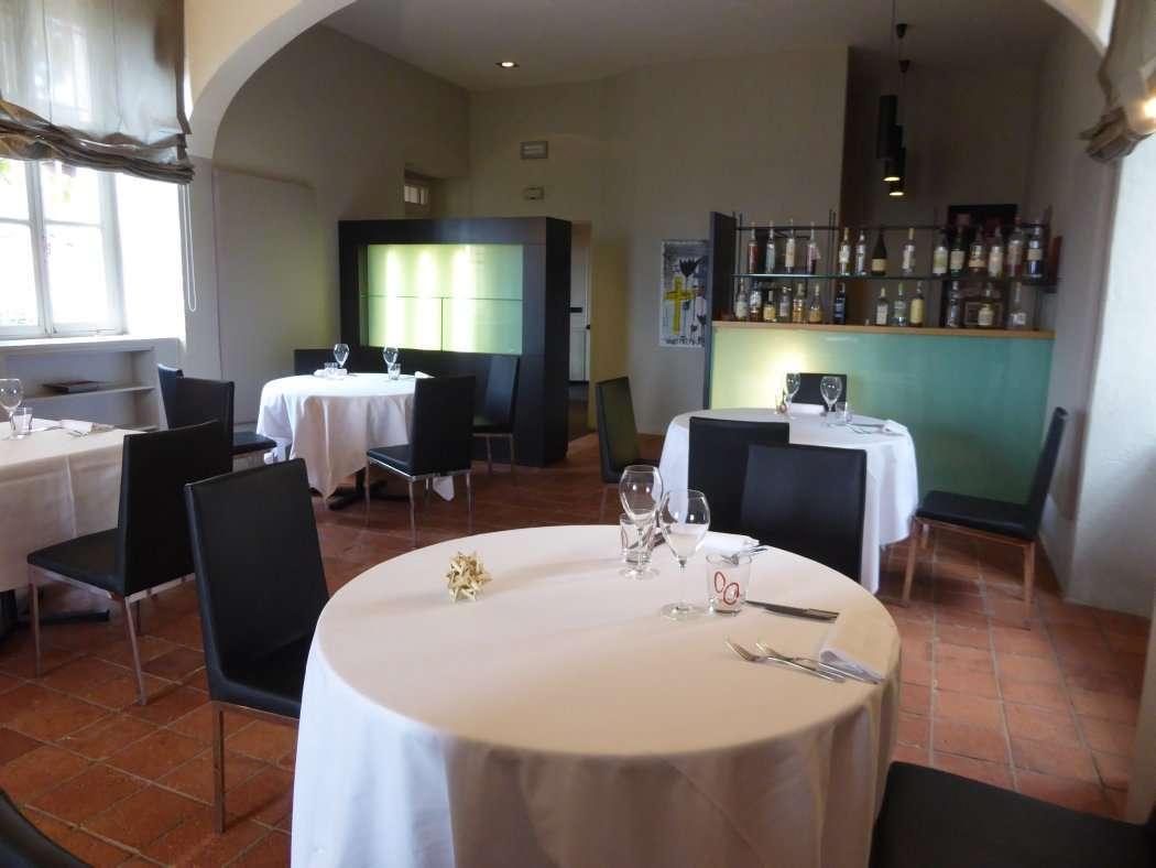Ristorante castello santa vittoria d 39 alba cn for Sala da pranzo veranda